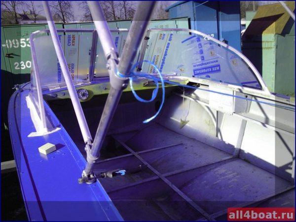 Прогресс-4. Стекло в рамке с калиткой для выхода на нос. 5