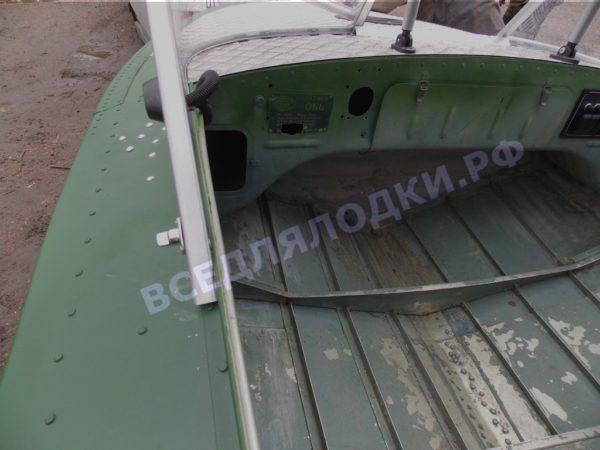 Обь-1.<br>Стекло в рамке с калиткой для выхода на нос 19