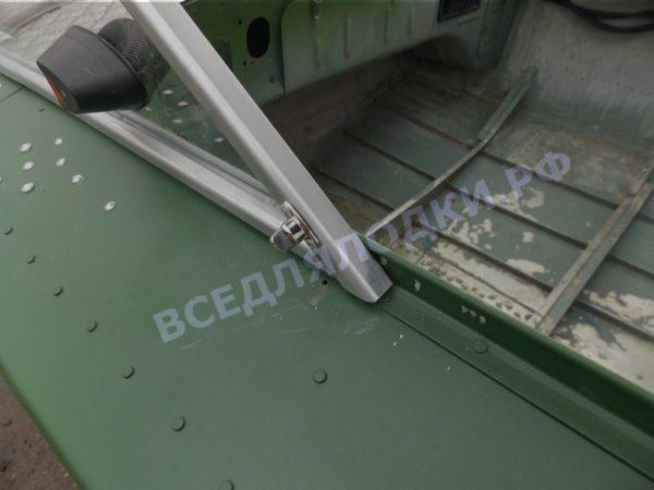 Обь-1.<br>Стекло в рамке с калиткой для выхода на нос 20