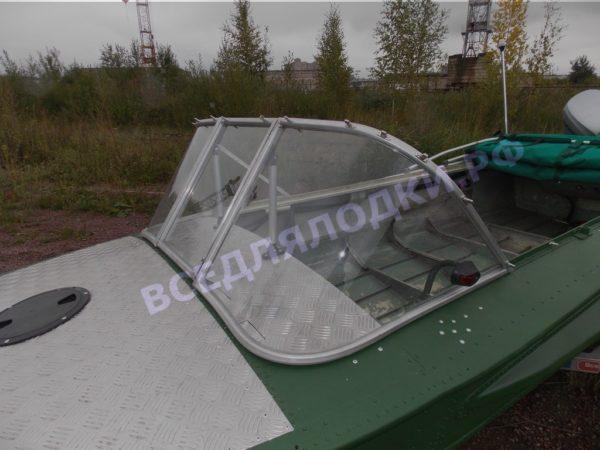 Обь-1.<br>Стекло в рамке с калиткой для выхода на нос 25