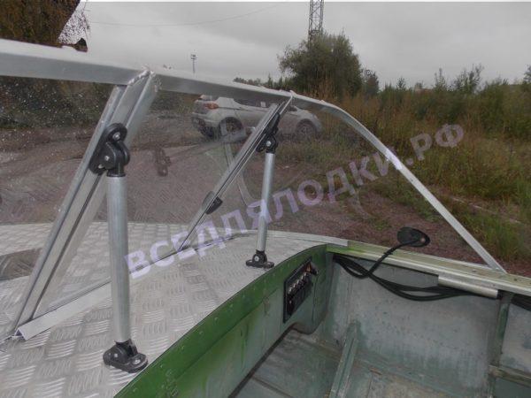 Обь-1.<br>Стекло в рамке с калиткой для выхода на нос 26