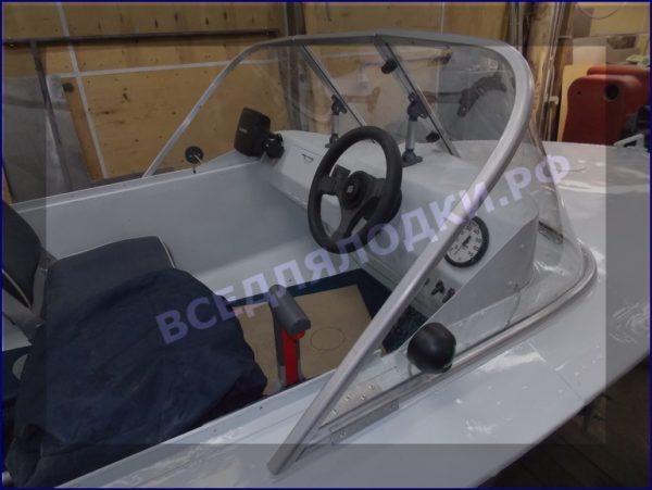 Обь-1.<br>Стекло в рамке с калиткой для выхода на нос 3