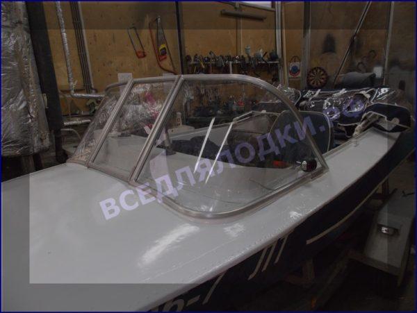 Обь-1.<br>Стекло в рамке с калиткой для выхода на нос 4