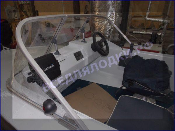Обь-1.<br>Стекло в рамке с калиткой для выхода на нос 6
