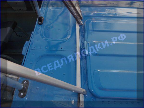 Казанка 5М 5М2,3,4. Стекло в рамке с калиткой для выхода на нос 9