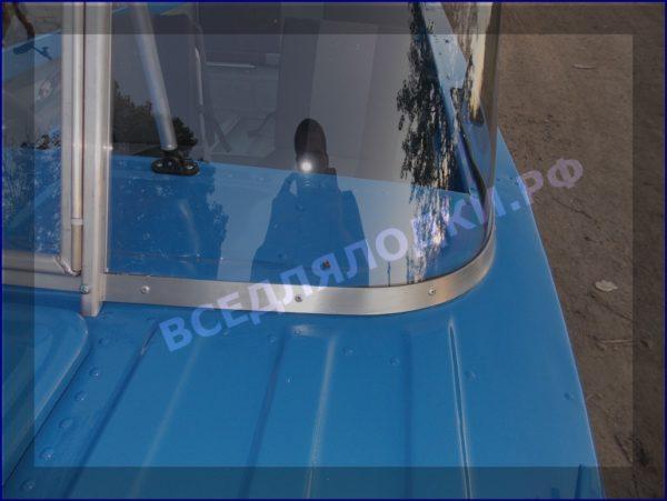 Казанка 5М 5М2,3,4. Стекло в рамке с калиткой для выхода на нос 18