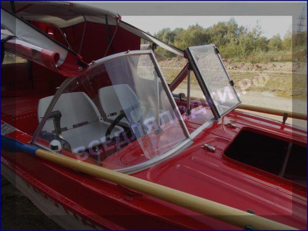 Казанка-5.<br>Стекло в рамке с калиткой для выхода на нос 16