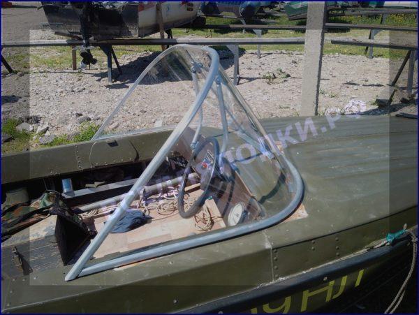 Казанка-5.<br>Стекло в рамке с калиткой для выхода на нос 6