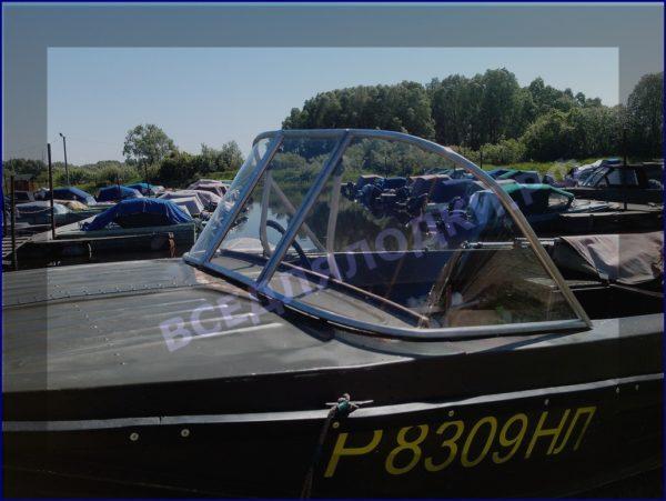 Казанка-5.<br>Стекло в рамке с калиткой для выхода на нос 9