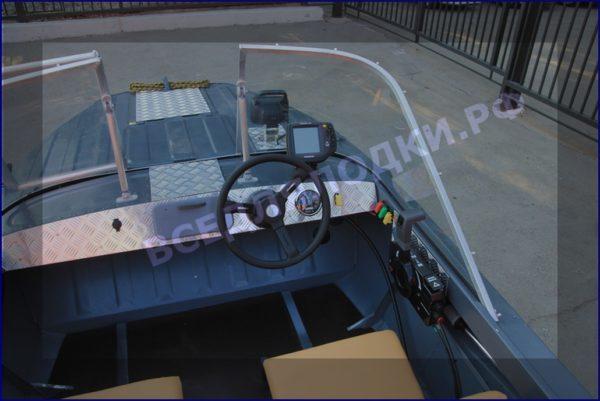 Казанка 5М 5М2,3,4. Стекло в рамке с калиткой для выхода на нос 5