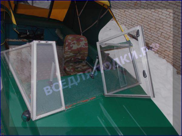 Крым-М. Стекло в рамке с калиткой для выхода на нос 4