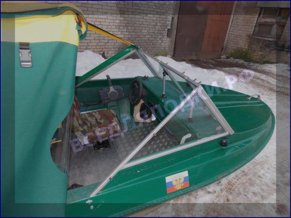 Крым-М. Стекло в рамке с калиткой для выхода на нос 11