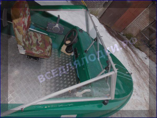 Крым-М. Стекло в рамке с калиткой для выхода на нос 12