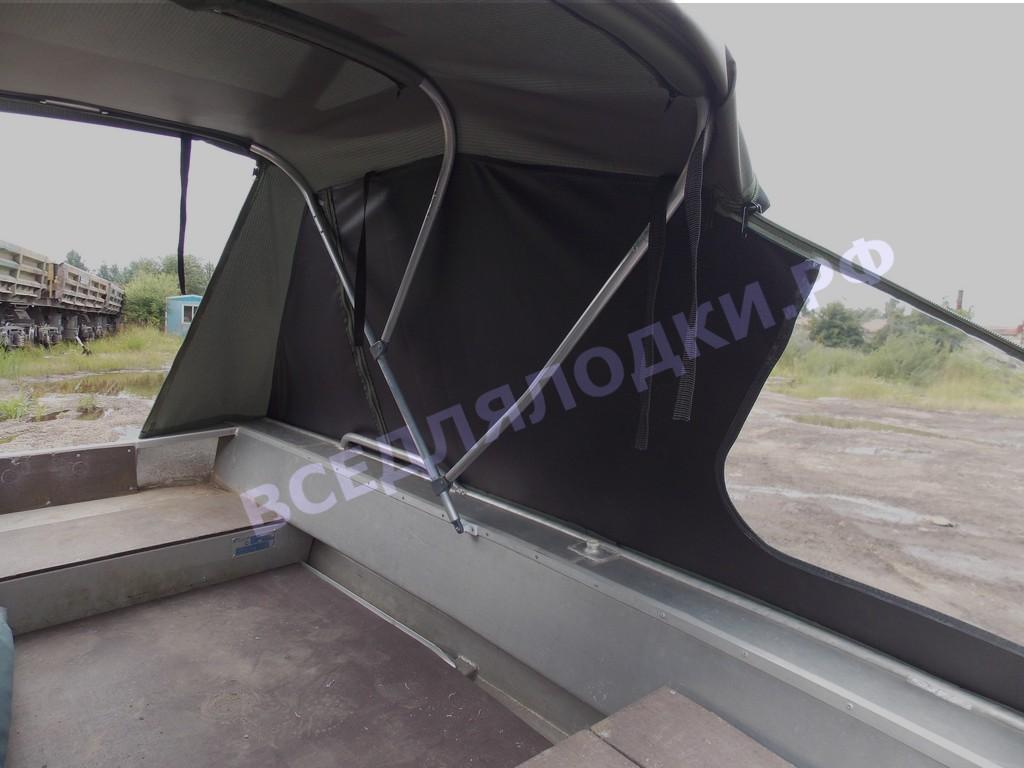 Вельбот 36. Тент ходовой. Под тентом просторно, можно с комфортом переждать непогоду.