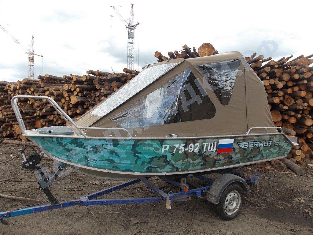 Лодка Bercut-S с установленным тентом.